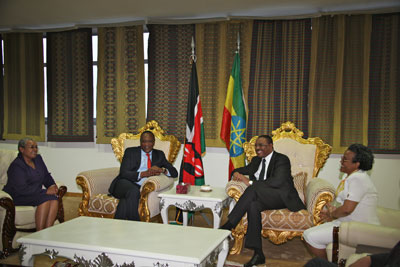 President Uhuru Kenyatta and Mrs Margaret Kenyatta received by Prime Minister of the Federal Democratic Republic of Ethiopia Hailemariam Desalegn and Madam Roman Tesfaye.